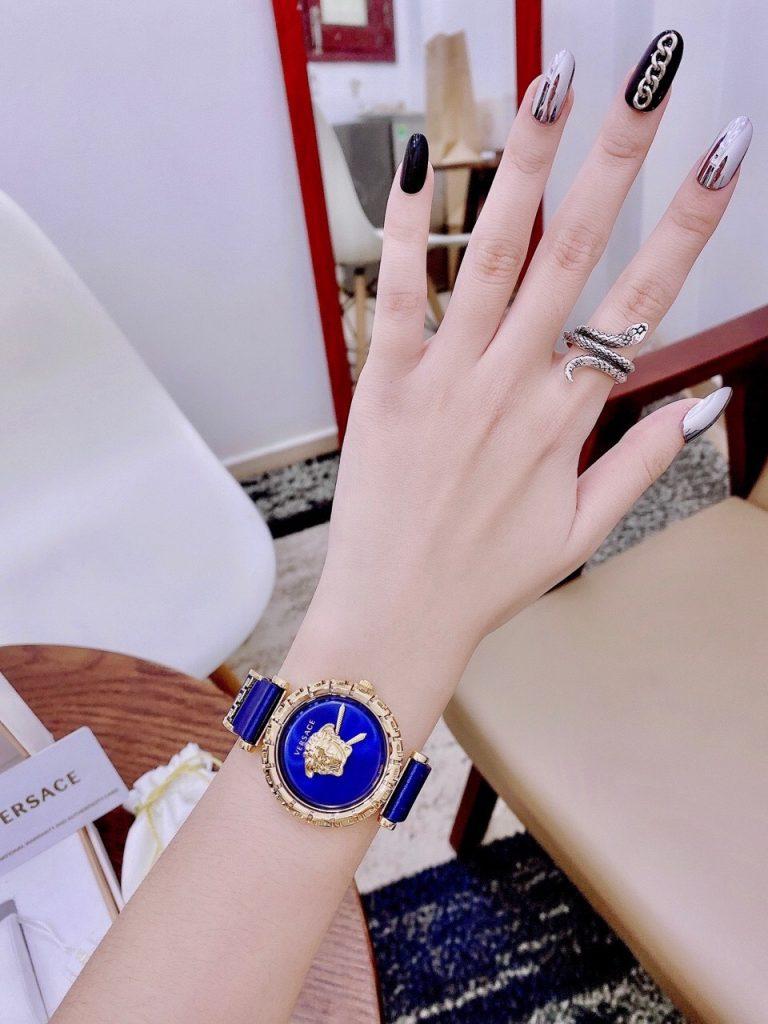 Đồng hồ nữ dây da Versace mặt tròn