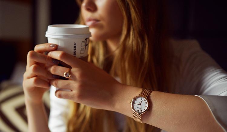 Con gái đeo đồng hồ tay nào