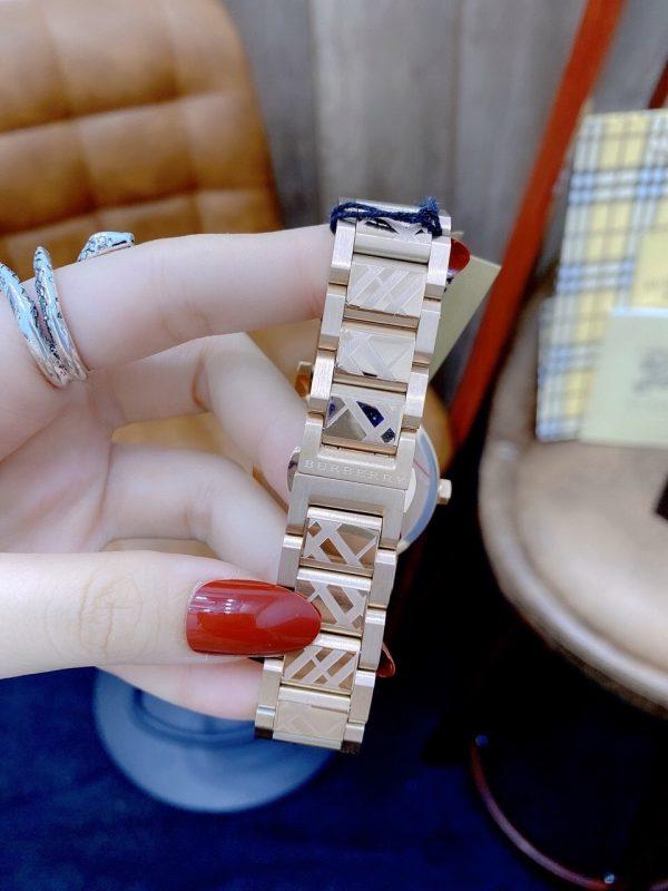 Đồng hồ Burberry dây kim loại