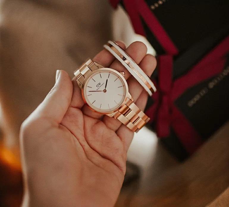 hình ảnh đồng hồ daniel wellington iconic link 2020