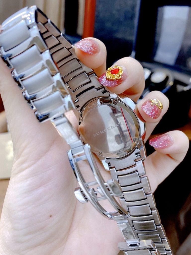 Đồng hồ Burberry nam dây kim loại