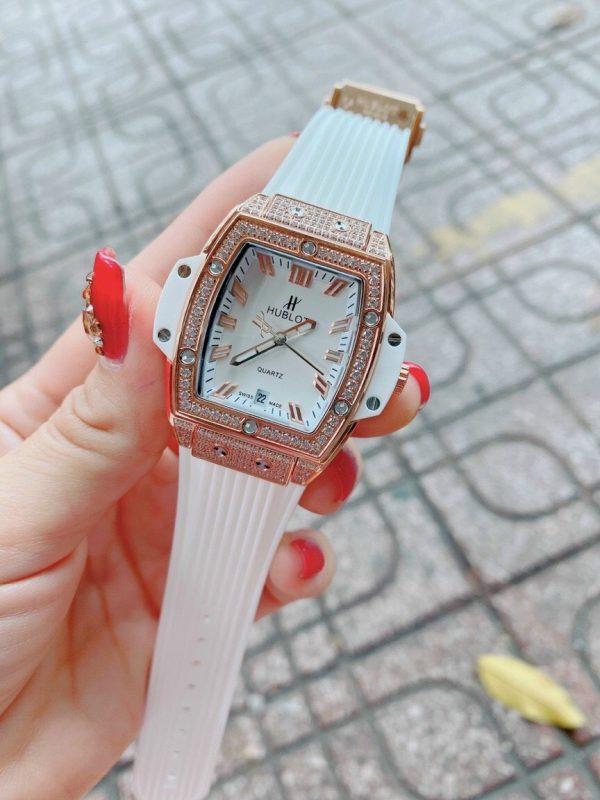 Đồng hồ Hublot màu trắng