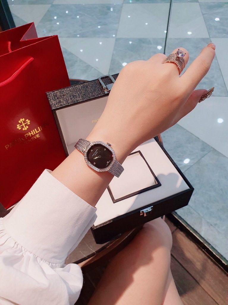 Đồng hồ Patek Philippe nữ giá rẻ