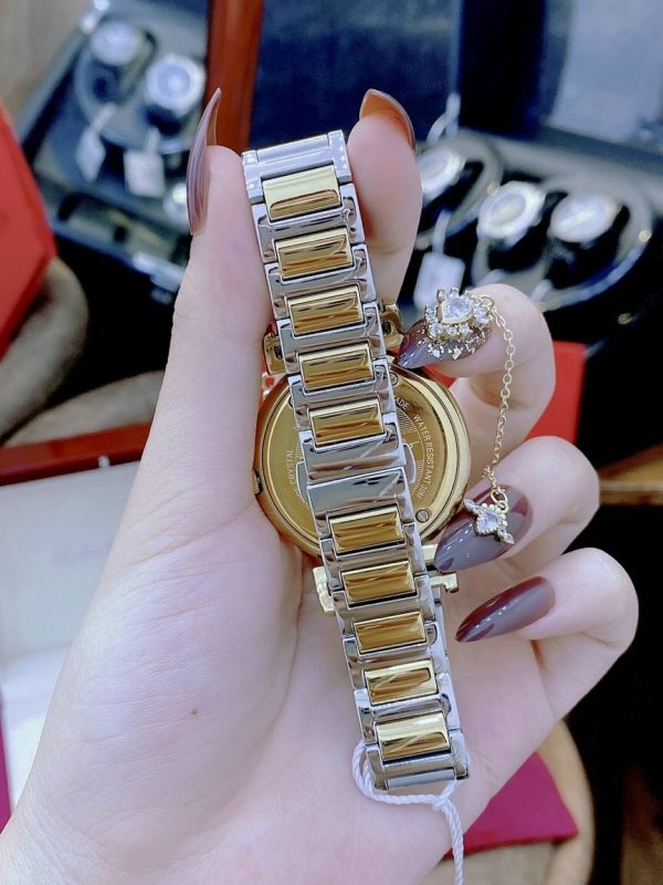 Đồng hồ Ferragamo nữ mặt tròn