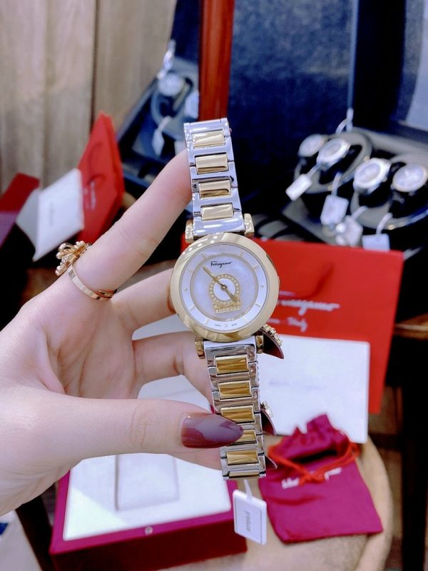 Đồng hồ Salvatore Ferragamo nữ fake