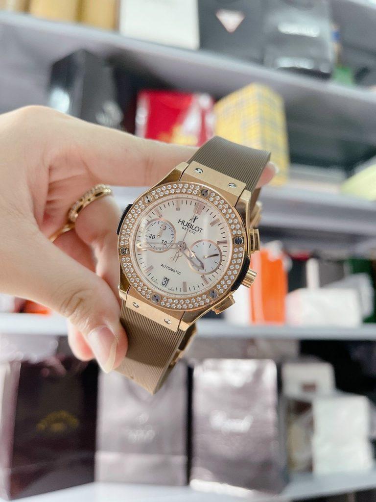Đồng hồ Hublot dây cao su màu nâu