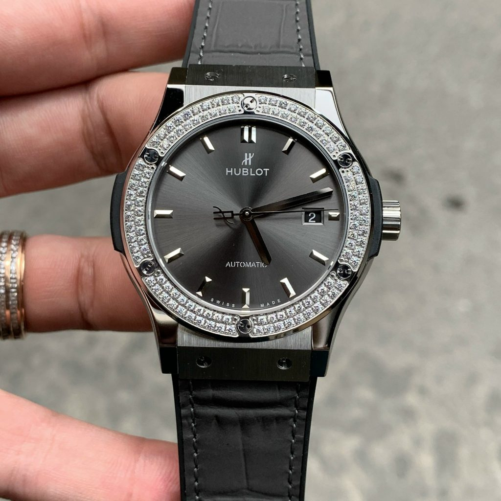 Đồng hồ Hublot màu xám