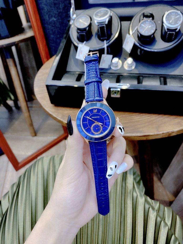 Đồng hồ Swarovski nữ dây da màu xanh dương