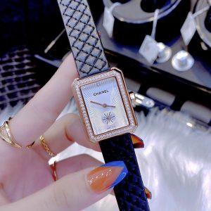Đồng hồ Chanel nữ dây da màu đen