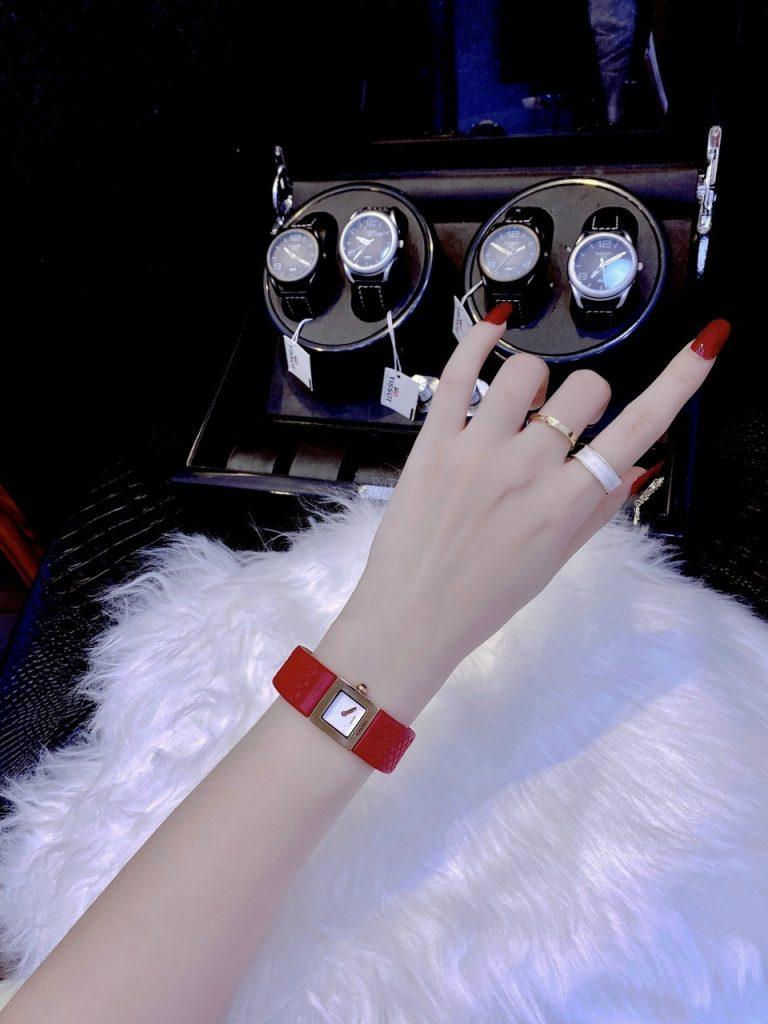 Đồng hồ nữ dây da Chanel