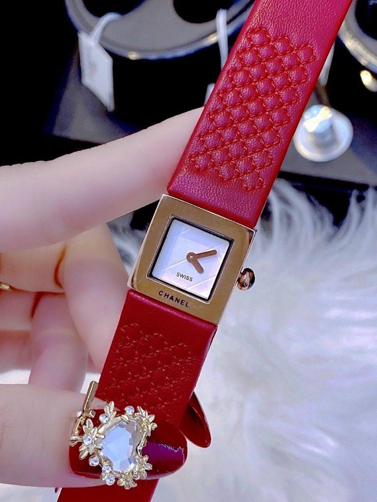 Đồng hồ nữ dây da màu đỏ chanel